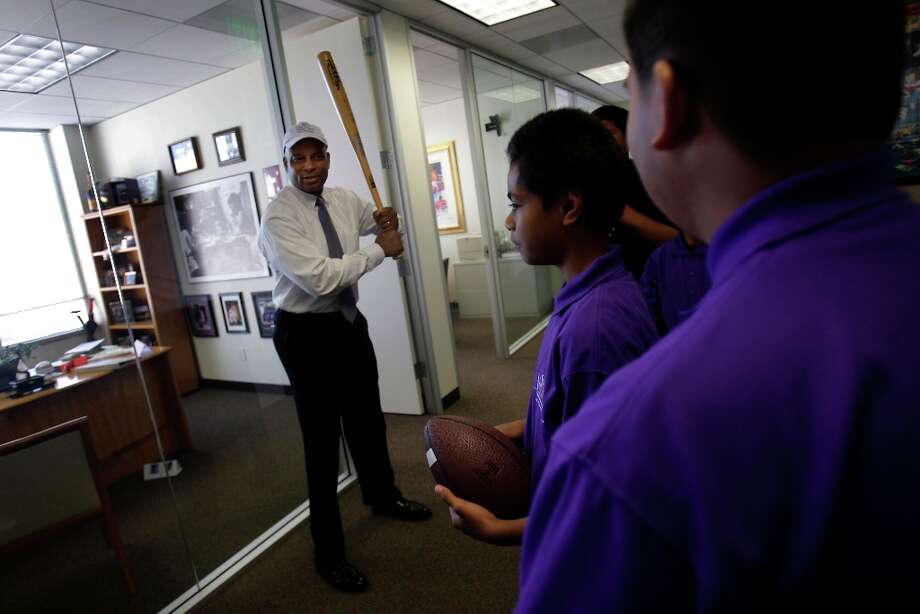 Ronnie Lott chats with a group of children from Visitacion Valley middle schools' First Tee of San Francisco program at the BTIG LLC offices during their Commissions for Charity Day. The firm's last Commissions for Charity Day raised more than $3 million. Photo: Lea Suzuki, The Chronicle / SFC
