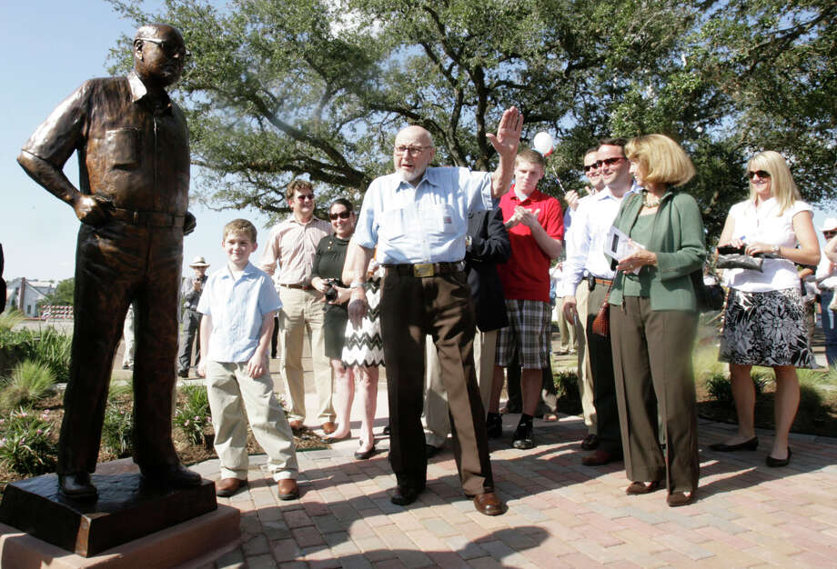 Along with members of his family, Richmond Mayor Hilmar Moore, who has been mayor of Richmond since 1949, waves to the crowd after a statue of him was unveiled on Friday, Oct. 3, 2008, in Richmond, as a way to celebrate his service. Moore, who has been re-elected into the seat 29 times, is the person in the United States believed to be mayor of a city the longest. Photo: Julio Cortez, Houston Chronicle / Houston Chronicle