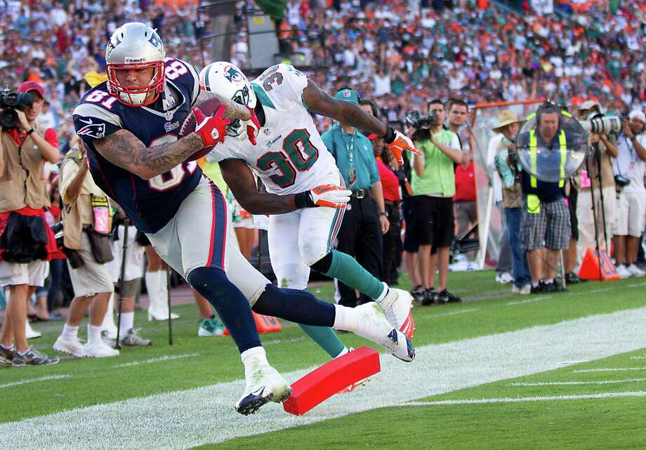 The Patriots will welcome back Aaron Hernandez after a six-week absence due to an ankle injury. Photo: C.W. Griffin, MBR / Miami Herald
