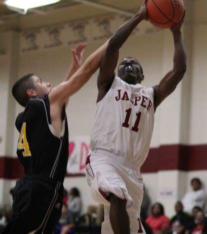 Malik Smith drives the lane for a bucket. Photo: Jason Dunn