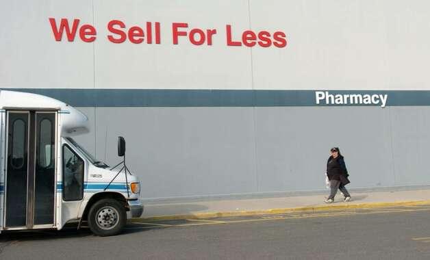 CT POST / Andrea A  Dixon / local / 2/18/05 A customer