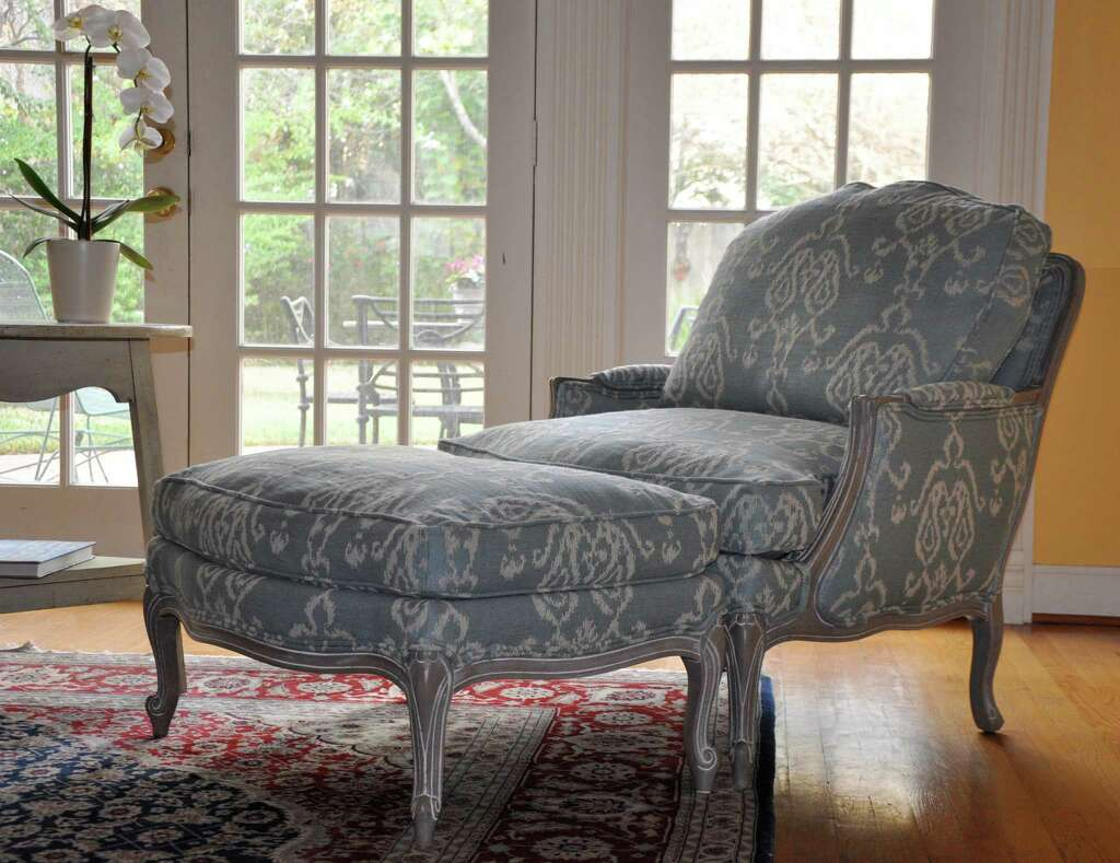 Living Room Chairs Ethan Allen Anatomy Of A Swedish Room Starring Ethan Allens Versailles Chair