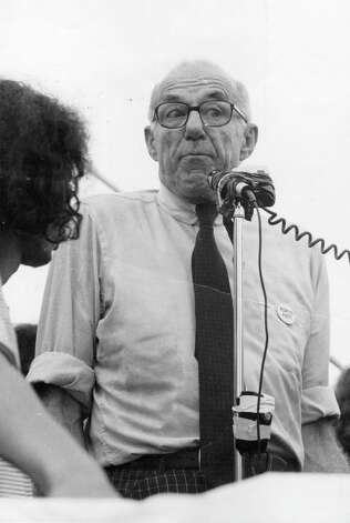 American pediatrician, psychiatrist and pacifist Dr. Benjamin Spock addresses an audience during his election campaign as candidate for the American presidency in 1972, running against George McGovern and Richard Nixon. His platform included withdrawal of all American troops from everywhere, legalized abortion and marijuana, and amnesty for draft dodgers. Photo: Hulton Archive, Getty Images / Hulton Archive