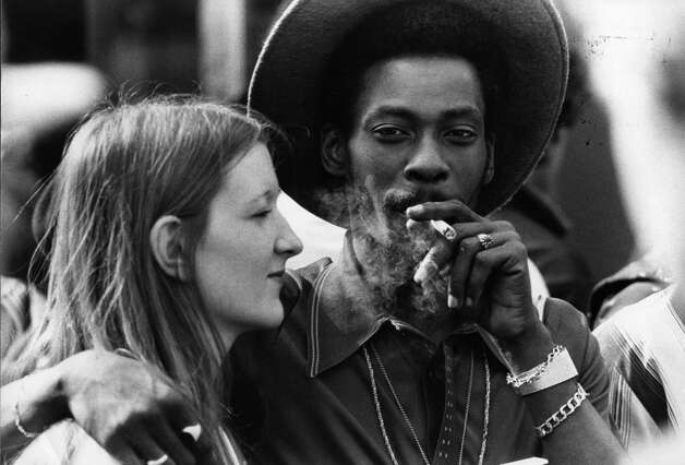 A young couple share a marijuana joint on August 1, 1980 at Notting Hill Carnival, west London. Photo: Evening Standard, Getty Images / Hulton Archive