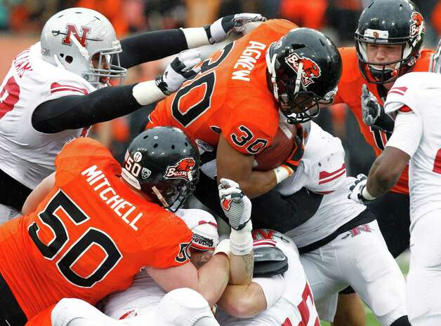Oregon State running back Malcolm Agnew (30) forces his way through the Nicholls State defensive line for a touchdown during the second half of an NCAA college football game in Corvallis, Ore., Saturday, Dec. 1, 2012. Oregon State won 77-3. (AP Photo/Don Ryan) Photo: Don Ryan, Associated Press / AP