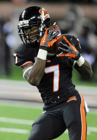 Oregon State Brandin Cooks (7) catches a pass from Sean Mannion which he ran in for a score against California during the first half of an NCAA college football game in Corvallis, Ore., Saturday Nov.,17, 2012. (AP Photo/Greg Wahl-Stephens) Photo: Greg Wahl-Stephens, Associated Press / FR29287 AP