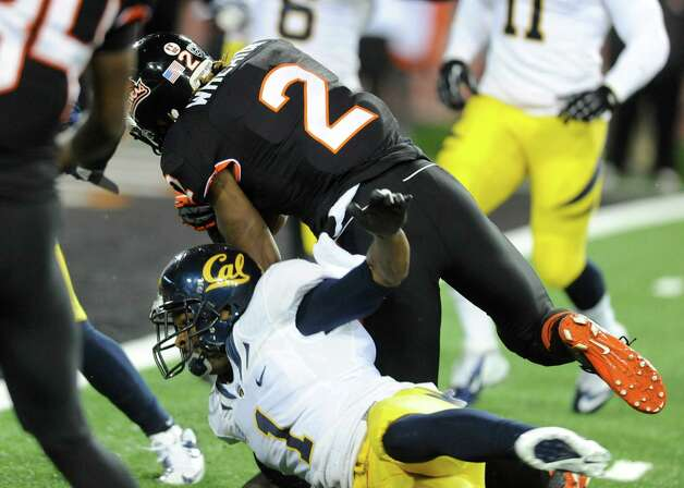 Oregon State's Markus Wheaton (2) beats California's Steve Williams (1) to score during the first half of an NCAA college football game in Corvallis, Ore., Saturday Nov.,17, 2012. (AP Photo/Greg Wahl-Stephens) Photo: Greg Wahl-Stephens, Associated Press / FR29287 AP