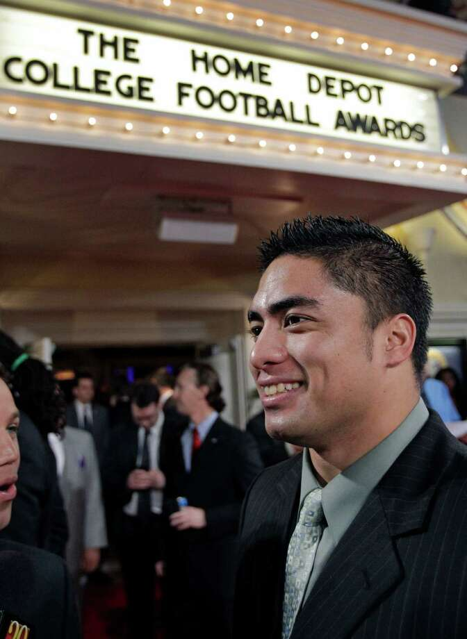 Notre Dame's Manti Te'o talks with reporters as he arrives at the Home Depot College Football Awards in Lake Buena Vista, Fla., Thursday, Dec. 6, 2012.(AP Photo/John Raoux) Photo: John Raoux, Associated Press / AP