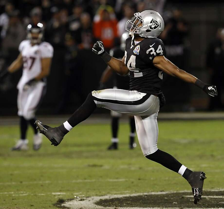 Mike Mitchell celebrates his second quarter sack of Peyton Manning. The Oakland Raiders played the Denver Broncos at O.co Coliseum in Oakland, Calif., on Thursday, December 6, 2012. Photo: Carlos Avila Gonzalez, The Chronicle