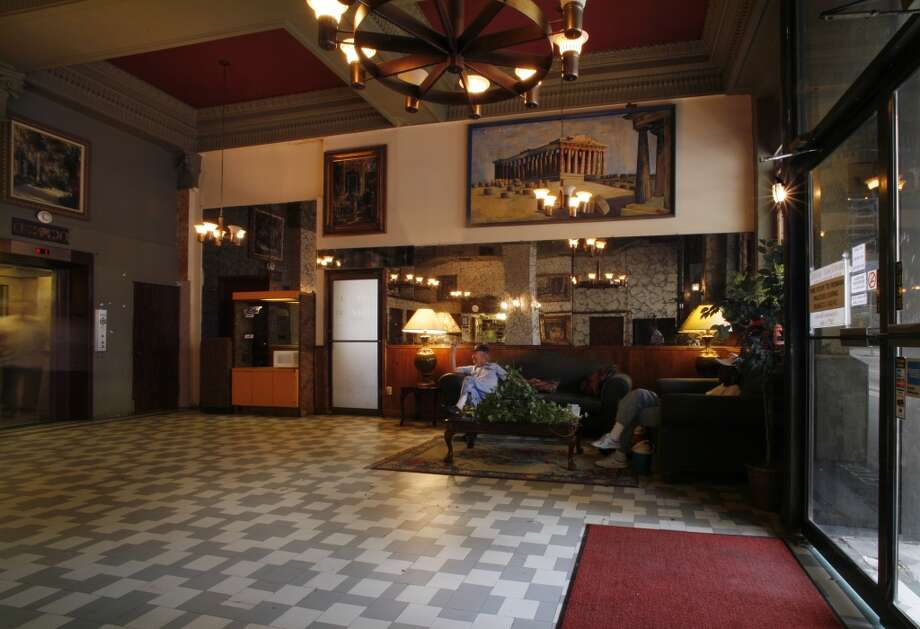 Main lobby of the Montagu Hotel, 2006. (Steve Ueckert / Houston Chronicle)