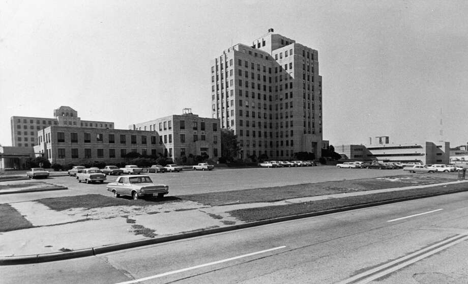 Jefferson Davis Hospital on Allen Parkway, January 1967 (Houston Chronicle)