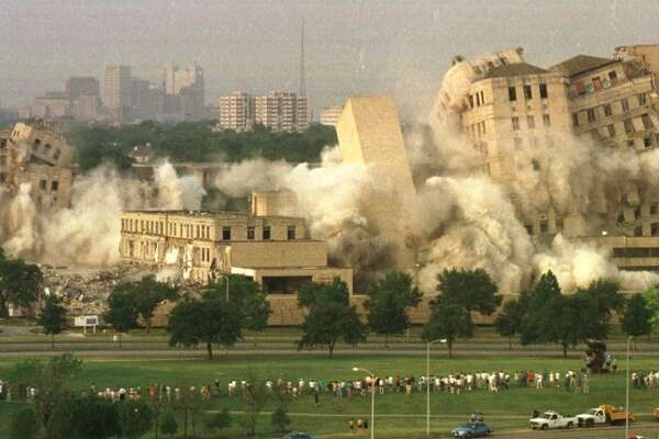 Implosion of Jefferson Davis Hospital on Allen Parkway. (Richard Carson / Houston Chronicle)