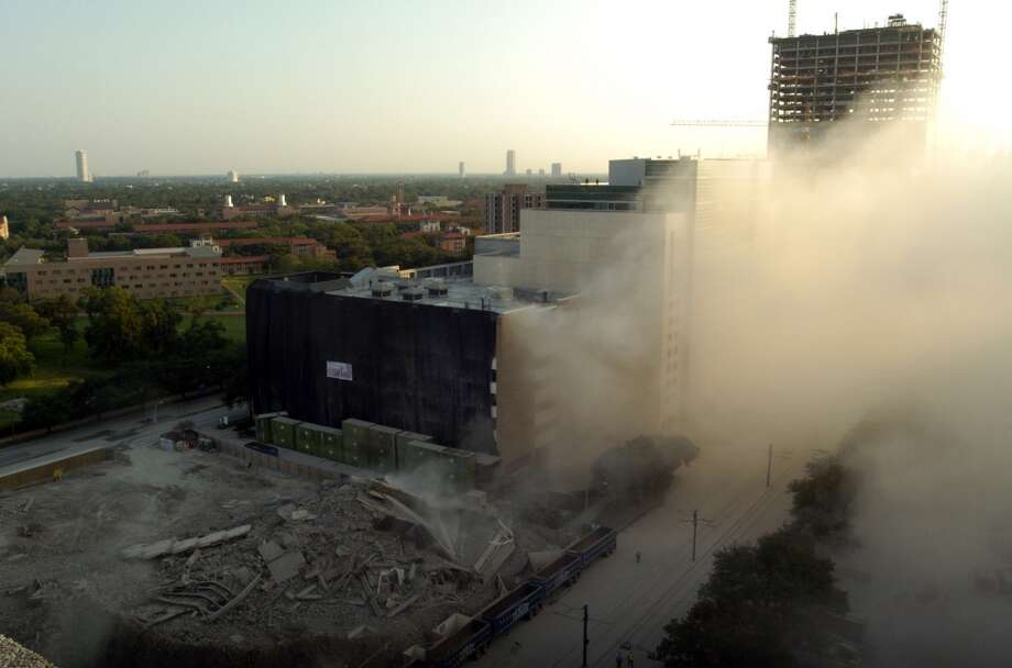Implosion of the West Pavilion Professional Building in the Texas Medical Center, June 25, 2006.  (Johnny Hanson / Chronicle)
