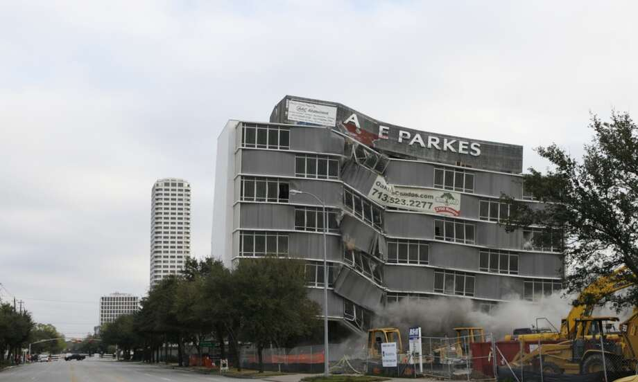 Implosion at 2727 Kirby, Feb. 26, 2006.   (Melissa Phillip / Houston Chronicle)