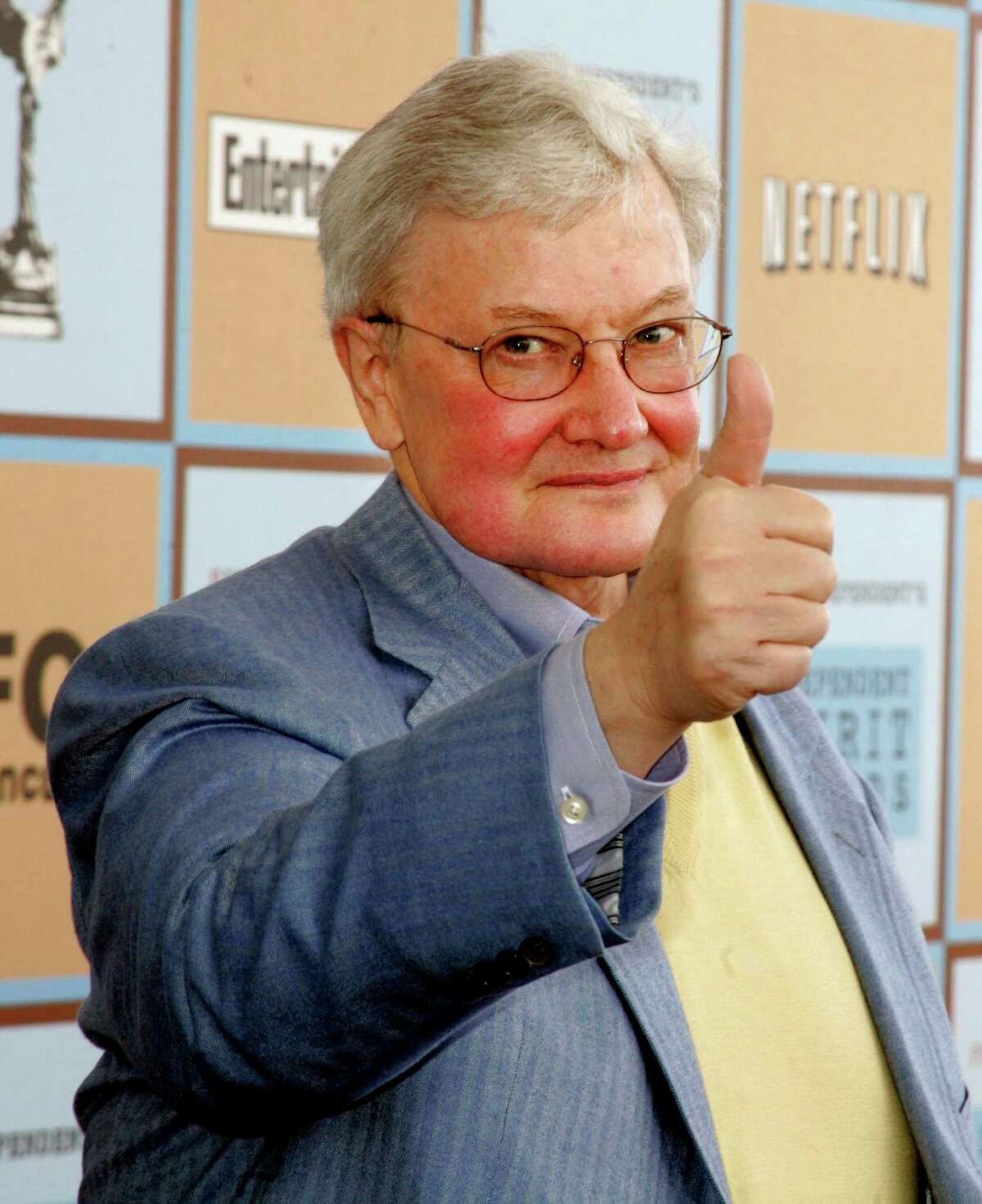 Film critic Roger Ebert gives a thumbs-up sign as he arrives at the Independent Spirit Awards in Santa Monica, California, in this March 4, 2006 file photo. Ebert announced July 21, 2008 that he and Richard Roeper are departing the movie review show that bears their names, leaving the future of the influential program unclear. REUTERS/Fred Prouser/Files (UNITED STATES)