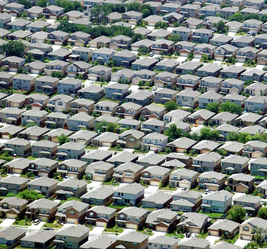 The Riverstone at Alamo Ranch neighborhood on San Antonio's West side near Andy Mireles Elementary School is seen in a Wednesday Aug. 1, 2012 aerial image. Photo: William Luther, San Antonio Express-News / © 2012 San Antonio Express-News