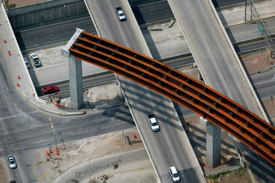 Construction at the intersection of Loop 1604 and US 281 is seen in this April 10, 2012 aerial photo. The northbound ramps at the intersection opened in early November. Photo: William Luther, San Antonio Express-News / © 2012 WILLIAM LUTHER