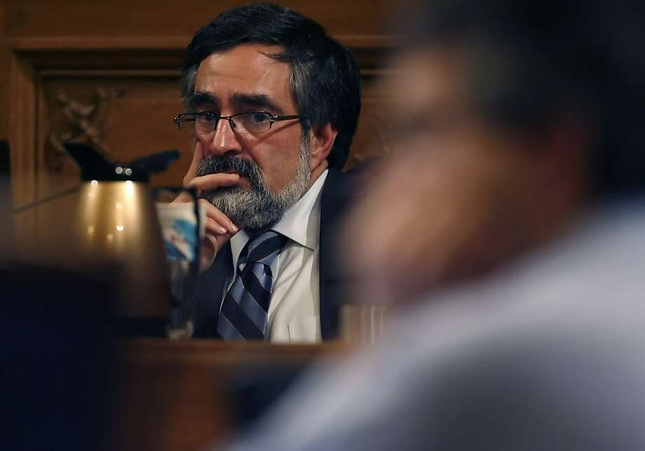 Ex-Supervisor Aaron Peskin presides over a 2008 board meeting. Photo: Kim Komenich, The Chronicle