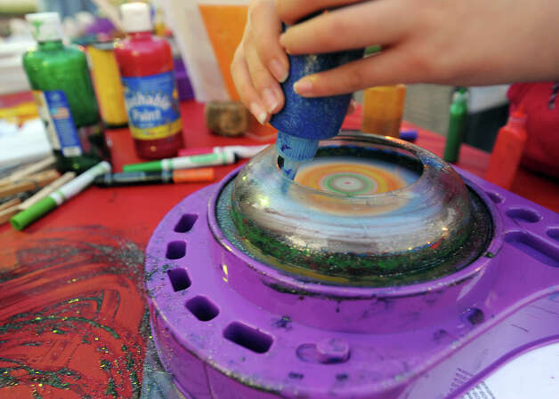Spin art during a Christmas event at the Art Museum of Southeast Texas on Thursday.  Photo taken Thursday, December 06, 2012 Guiseppe Barranco/The Enterprise Photo: Guiseppe Barranco, STAFF PHOTOGRAPHER / The Beaumont Enterprise