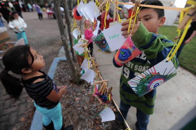 Children collect their spin art during a Christmas event at the Art Museum of Southeast Texas on Thursday.  Photo taken Thursday, December 06, 2012 Guiseppe Barranco/The Enterprise Photo: Guiseppe Barranco, STAFF PHOTOGRAPHER / The Beaumont Enterprise