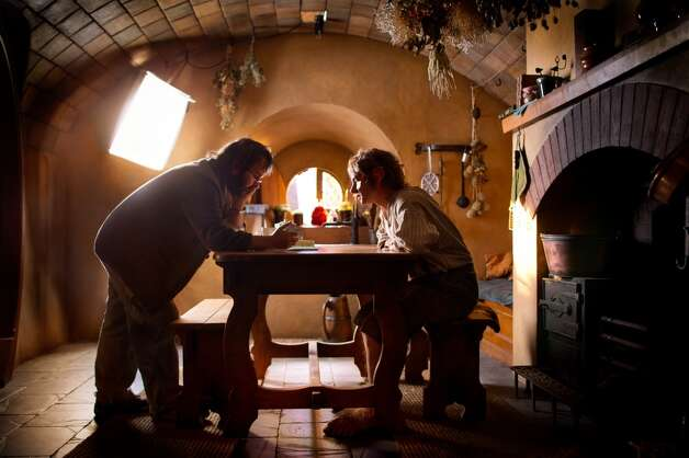 (L-r) Director PETER JACKSON and MARTIN FREEMAN on the set of the fantasy adventure THE HOBBIT: AN UNEXPECTED JOURNEY,€ a production of New Line Cinema and Metro-Goldwyn-Mayer Pictures (MGM), released by Warner Bros. Pictures and MGM.