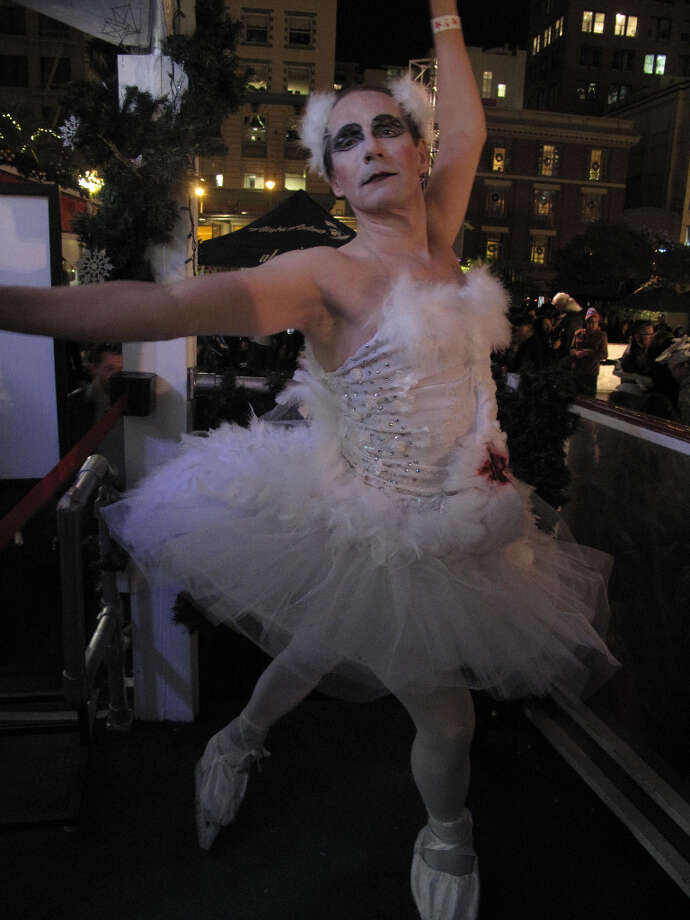 Union Square, Dec. 6, 2012; Naughty-Lee Portman ready for close-up before big 'Black Swan' number (Leah Garchik)