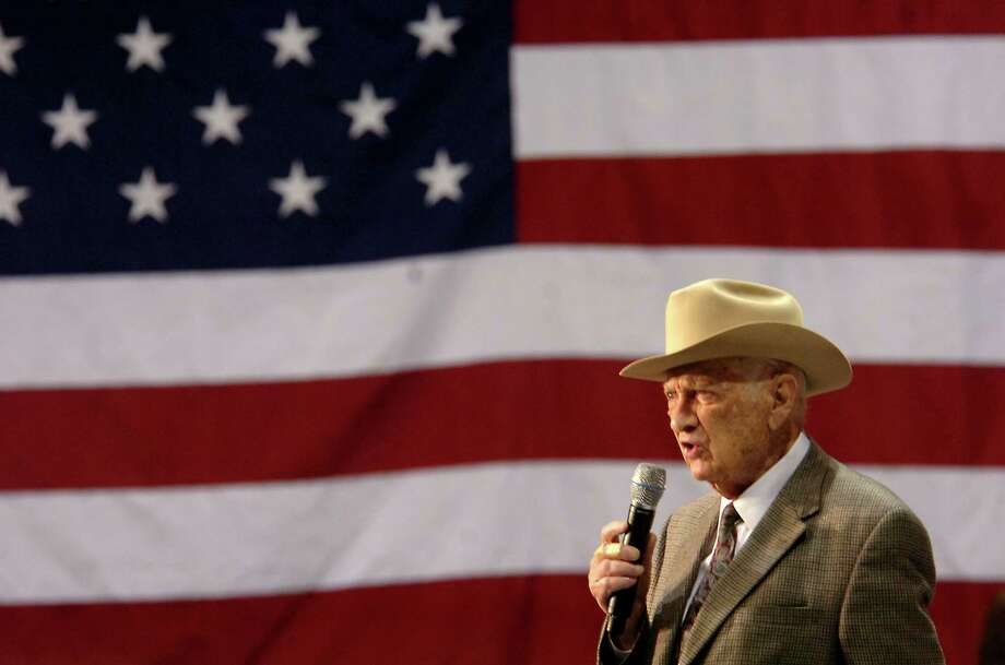 Former Texas Congressman, Jack Brooks addresses a crowd of Hillary Clinton supporters at the Southeast Texas Regional Airport in Beaumont, TX Monday, March 3, 2008. Beaumont Enterprise, Tammy McKinley Photo: TAMMY MCKINLEY