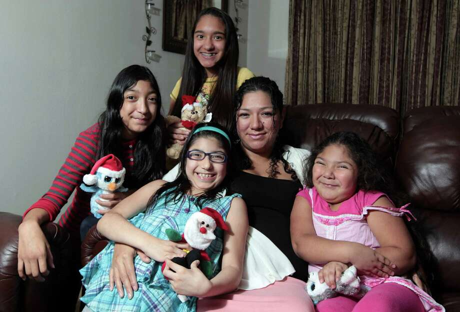 Clockwise from left, Janelle De La Garza, 12, Adriana De La Garza, 13, mother Alma Rocha, Glory Rocha, 4, and Jasmin De La Garza, 8. Photo: James Nielsen, Staff / © Houston Chronicle 2012