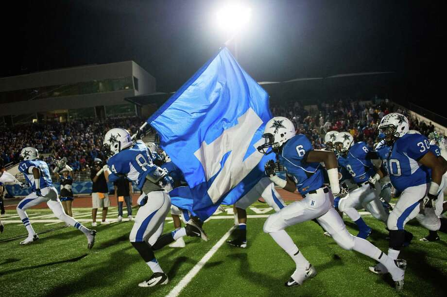 Navasota's Lee Walla (84) carries the flag as the Rattlers take the field. Photo: Smiley N. Pool, Houston Chronicle / © 2012  Houston Chronicle