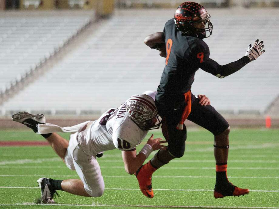 Refugio wide receiver Marcus Thompson (9) runs past East Bernard defensive back Ty Slanina (10). Photo: J. Patric Schneider, For The Chronicle / © 2012 Houston Chronicle