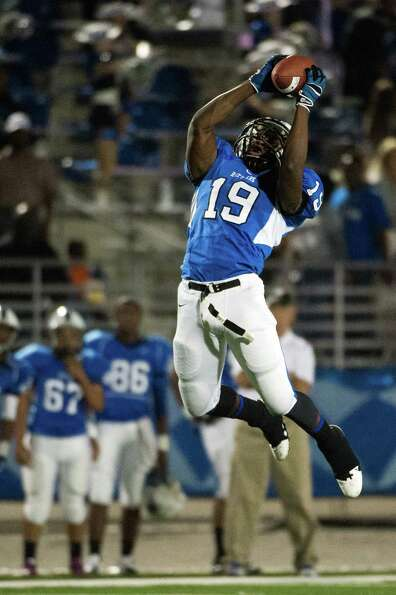 Navasota's Lamarquis Jefferson (19) intercepts a pass during the first half.