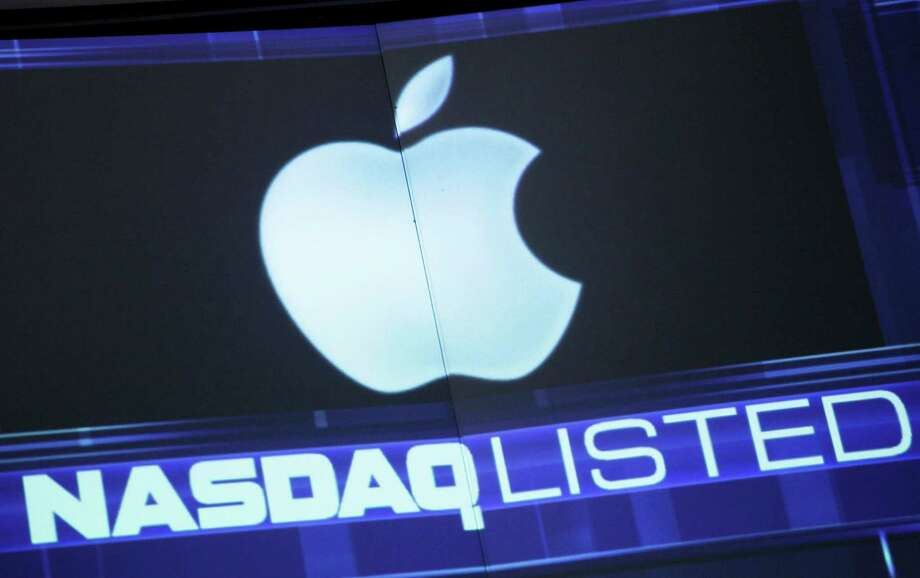 On Friday, Apple's stock fell almost 3 percent to $533.25. It's plunged nearly 25 percent  since Sept. 21. Photo: Mark Lennihan, STF / AP
