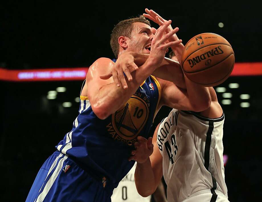 NEW YORK, NY - DECEMBER 07:  David Lee #10 of the Golden State Warriors heads for the net as Kris Humphries #43 of the Brooklyn Nets defends on December 7, 2012 at the Barclays Center in the Brooklyn borough of New York City.  NOTE TO USER: User expressly acknowledges and agrees that, by downloading and/or using this photograph, user is consenting to the terms and conditions of the Getty Images License Agreement.  (Photo by Elsa/Getty Images) Photo: Elsa, Getty Images