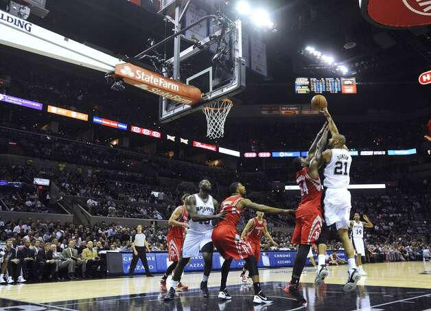 Tim Duncan of the San Antonio Spurs (21) shoots over Patrick Patterson of the Houston Rockets during first-half NBA action at the AT&T Center on Friday, Dec. 7, 2012. (Billy Calzada / San Antonio Express-News)