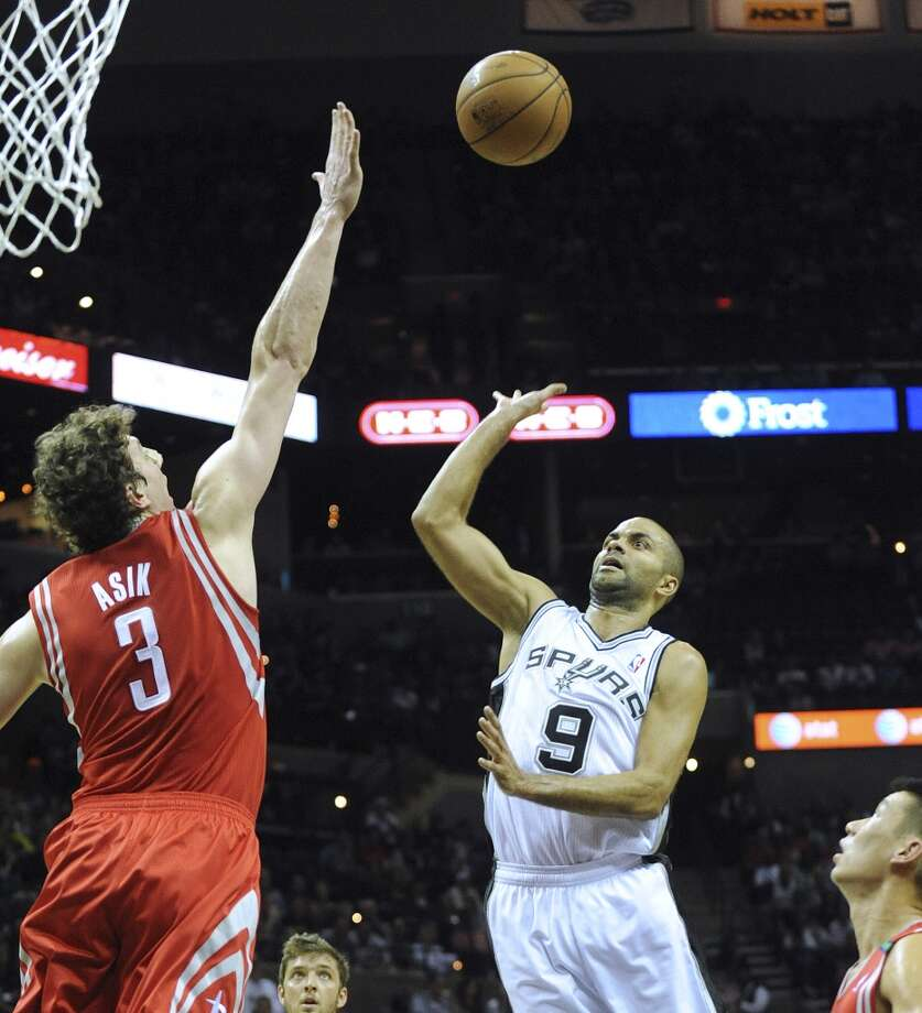 Tony Parker of the San Antonio Spurs shoots his teardrop shot over Omer Asik of the Houston Rockets during first-half NBA action at the AT&T Center on Friday, Dec. 7, 2012. Parker scored 17 first-half points. (Billy Calzada / San Antonio Express-News)