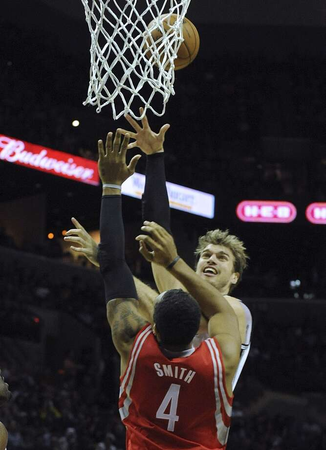 Tiago Splitter of the San Antonio Spurs scores on a shot over Greg Smith of the Houston Rockets in NBA action on Friday, Dec. 7, 2012. (Billy Calzada / San Antonio Express-News)