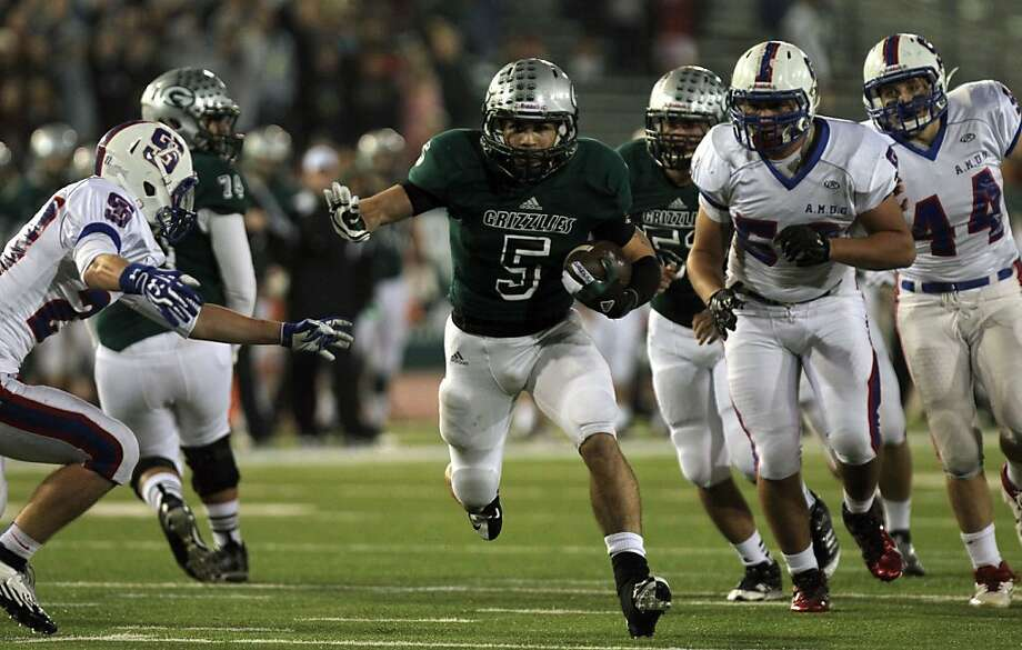 John Cooley, who rushed for 206 yards, runs 14 yards for a first-quarter Granite Bay score. Photo: Lance Iversen, The Chronicle