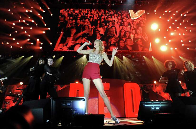 Singer Taylor Swift performs at Z100's Jingle Ball 2012 presented by Aeropostale at Madison Squar
