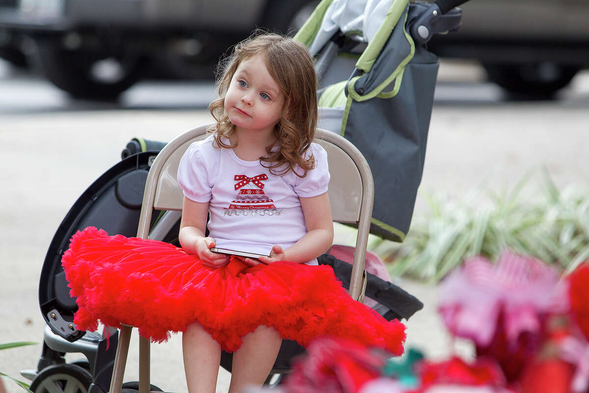 Ainsley Travis, 3, watches passersby shop during a