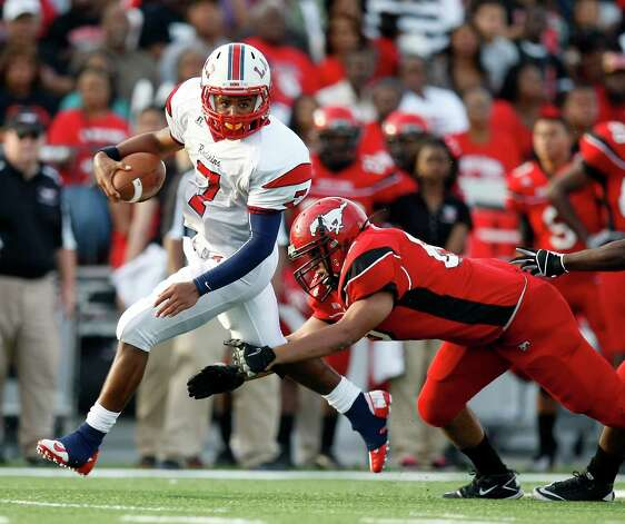 Lamar quarterback Darrell Colbert gets away from North Shore High School's Eric Quezada for a touchdown run during the fourth quarter of a 5A Division Region III final, Saturday, Dec. 8, 2012, in Veterans Memorial Stadium in Pasadena. Photo: Nick De La Torre, Houston Chronicle / © 2012  Houston Chronicle
