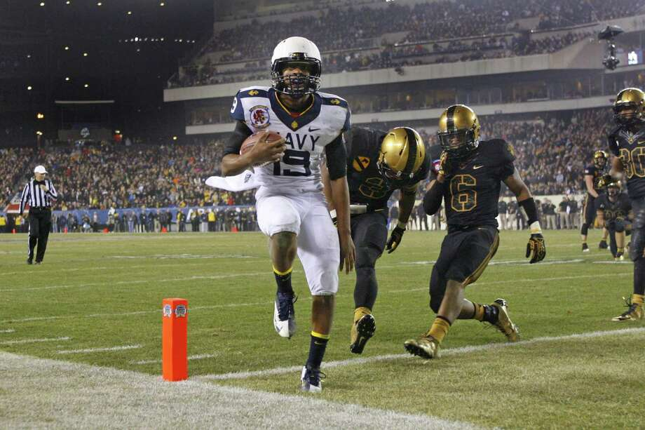 Navy quarterback Keenan Reynolds scores the game-winning touchdown from 8 yards out with 4:41 remaining as he beats the Army defenders to the end zone. Photo: Hunter Martin, Stringer / 2012 Getty Images