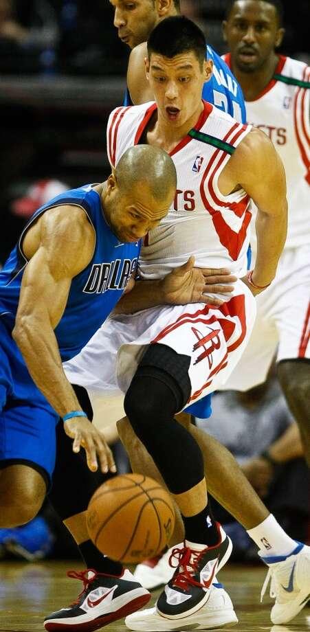 Dec. 8: Mavericks 116, Rockets 109Dallas Mavericks point guard Derek Fisher (6) tries to drive past Jeremy Lin. (Nick de la Torre  / Houston Chronicle)