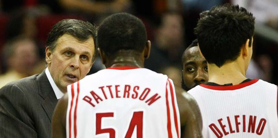 Kevin McHale talks with his players. (Nick de la Torre  / Houston Chronicle)