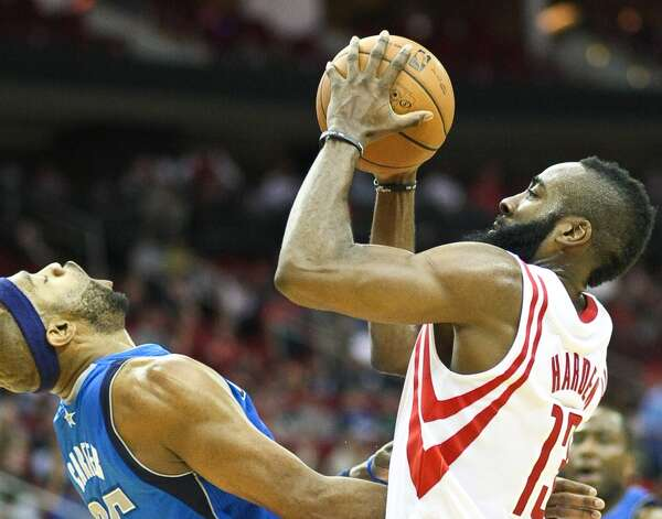 Vince Carter fouls Rockets shooting guard James Harden. (Nick de la Torre  / Houston Chronicle)