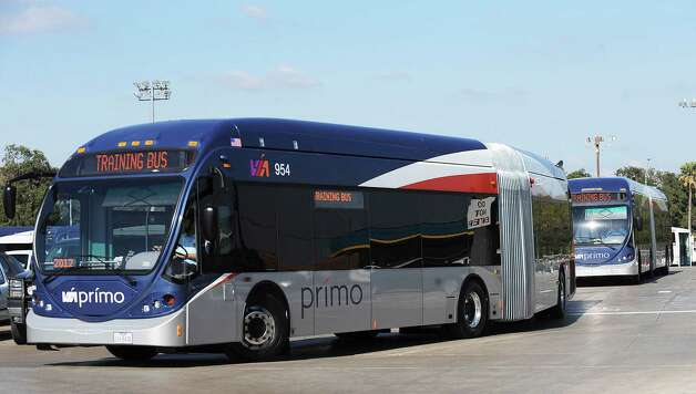 New VIA Primo articulated buses circle a parking area as drivers train on Nov. 20, 2012. The buses, which cost about $850,000 each, will provide rapid transit riders with free wifi internet connectivity. Photo: Billy Calzada, San Antonio Express-News / SAN ANTONIO EXPRESS-NEWS
