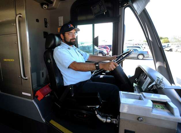 Gerald Pellock trains on a new VIA Primo articulated bus on Nov. 20, 2012. The new buses are 60-feet long, 20 feet longer than other buses. Photo: Billy Calzada, San Antonio Express-News / SAN ANTONIO EXPRESS-NEWS