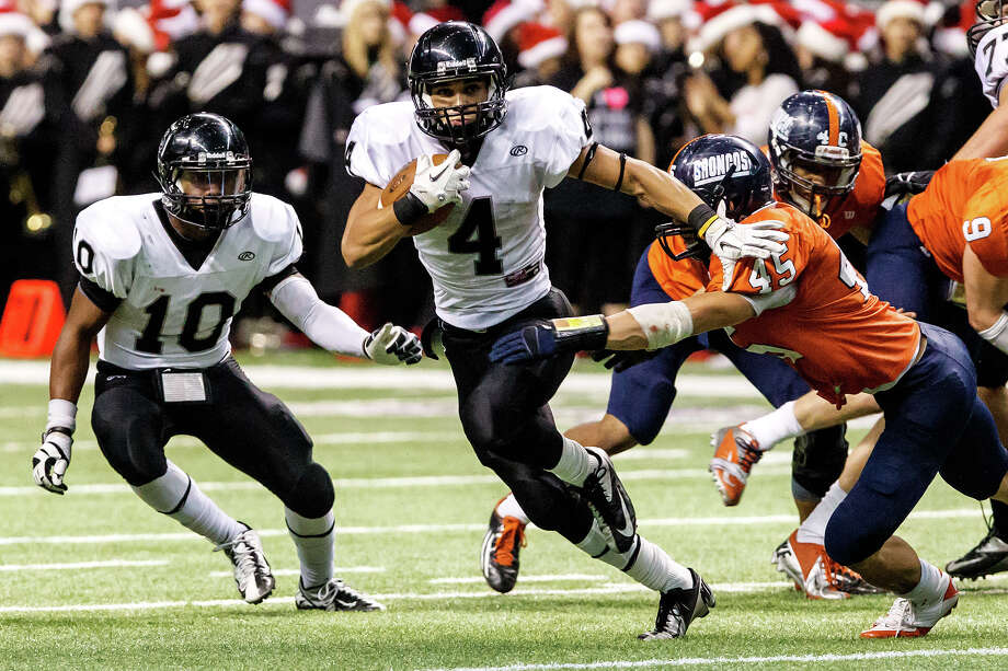 Steele's Justin Stockton (center) runs through a tackle by Brandeis's Garth Tubbs as LB Williams (left) watches during the second quarter of their Class 5A Division II state quarterfinal game at the Alamodome on Dec. 8, 2012.  Steele won the game 28-12.  MARVIN PFEIFFER/ mpfeiffer@express-news.net Photo: MARVIN PFEIFFER, For The Express-News / Express-News 2012