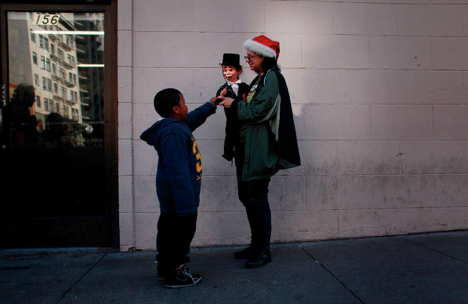 Devonte Oyobie, 5, reaches out to connect with Indiana Munoz's puppet Vincent in the Tenderloin. Photo: Mike Kepka, The Chronicle / ONLINE_YES