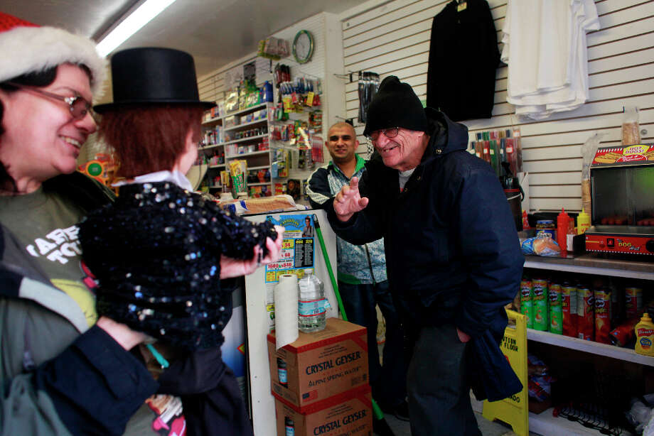 Albert Myers says hi to Indiana Munoz and her puppet Vincent Parker at the Metro Market in the Tenderlion. Photo: Mike Kepka, The Chronicle / ONLINE_YES