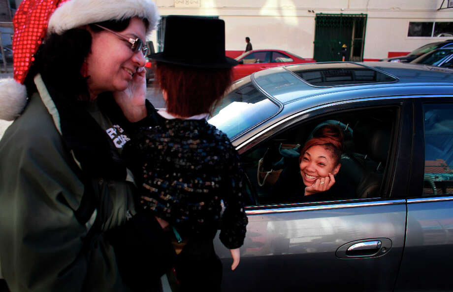 Reese's Pieces laughs from her car as Indiana Munoz animates her puppet Vincent Parker in the Tenderloin. Photo: Mike Kepka, The Chronicle / ONLINE_YES